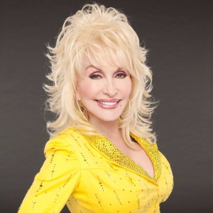Dolly Parton 's Hard Candy Christmas on Cyndi Lauper's Detour