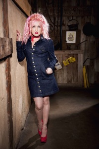 Cyndi Lauper goes Country, Dolly  Parton Hard Candy Christmas