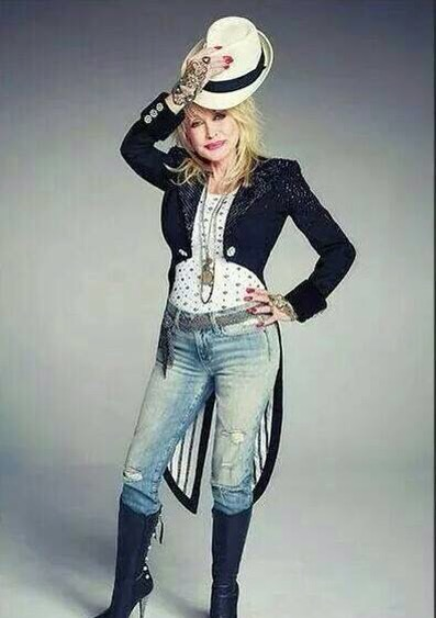 Dolly Parton back on largest America Tour